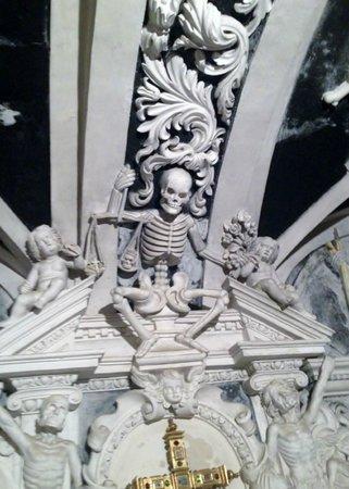 Basílica de Santa María de la Victoria: Krypta