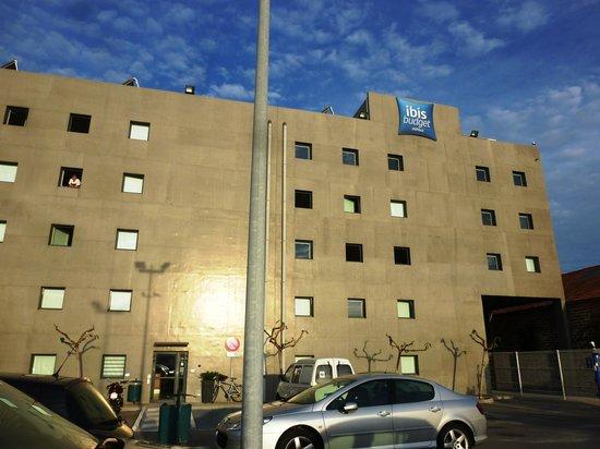 Ibis Budget Sete Centre : vista dell'hotel dal parcheggio