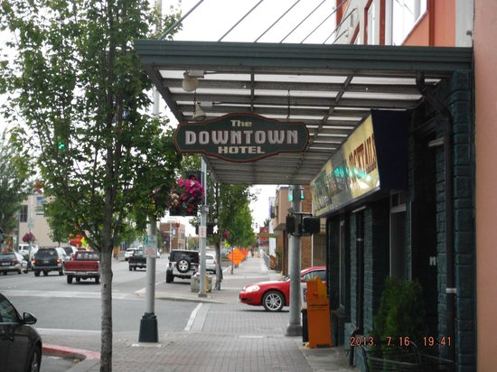 Port Angeles Downtown Hotel: Street view near hotel