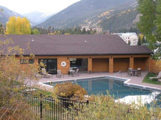 Aspen Ridge Condominiums: pool and spa with mountain view