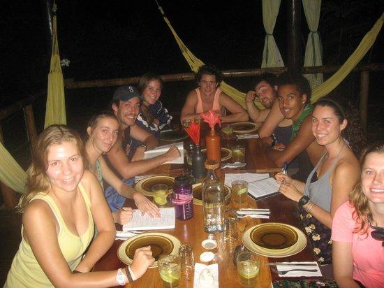 La Loma Jungle Lodge and Chocolate Farm : Pitzer students at dinner La Loma Jungle Lodge