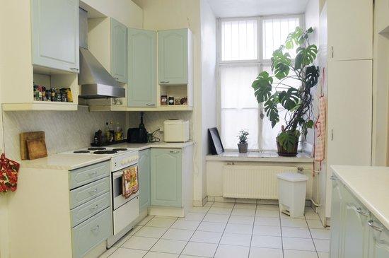 16eur Old Town Munkenhof Guesthouse : Kitchen