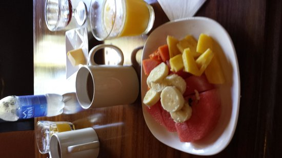 Agua Inn: Great start with fresh fruit, juice & coffee