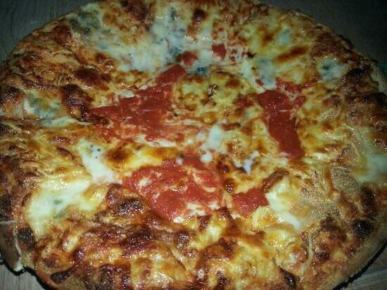 Pizzeria Costa Smeralda da Ciro: 4 Formaggi