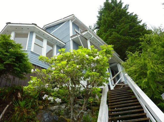 Telegraph Cove Resort : Climbing the stairs