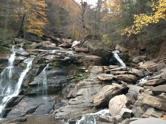 Kaaterskill Falls: Beginning of trail