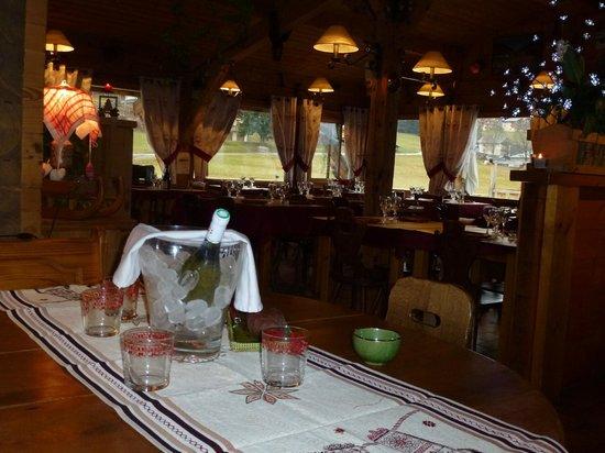 Restaurant L'Aberu : vue de la salle depuis le bar