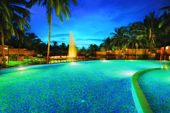 Coco Lagoon by Great Mount Resort: Blue bay - infinity swimming pool