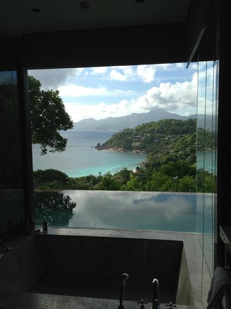 Four Seasons Resort Seychelles: View from the bathroom