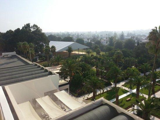 Sofitel Rabat Jardin des Roses : vue sur l'avant de l'hotel (beaucoup moins sympaà