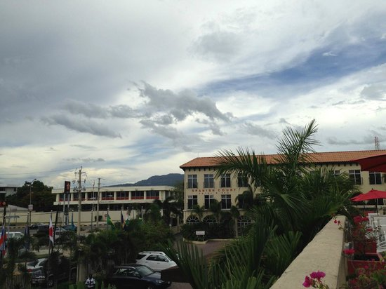 The Spanish Court Hotel : on the pool deck