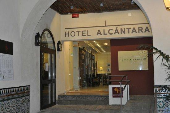 Hotel Alcantara: l'entrée