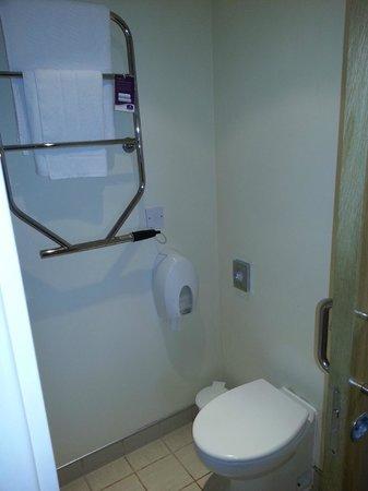 Premier Inn Castleford (Xscape, M62 J32) Hotel: Toilet