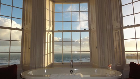 Drakes Hotel Brighton: Wow! Best view from a bathtub.