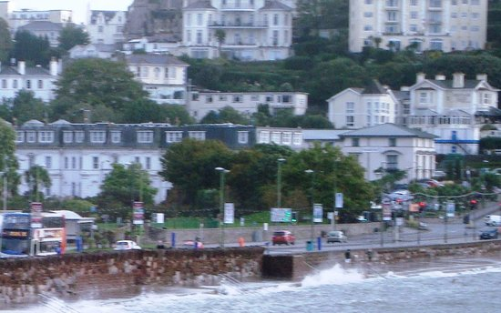 Premier Inn Torquay Hotel: Sea front location
