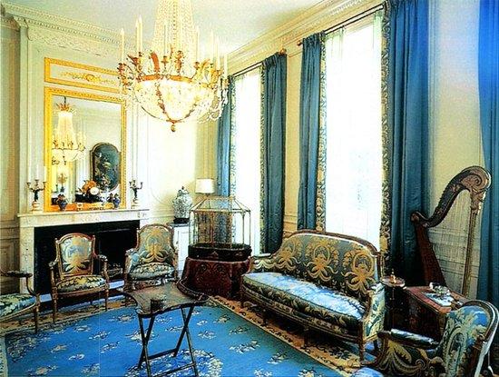 le salon de musique picture of petit hotel labottiere. Black Bedroom Furniture Sets. Home Design Ideas