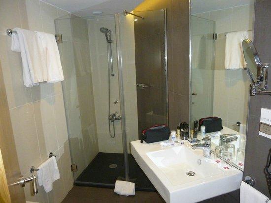SANA Reno Hotel: Douche à l'italienne