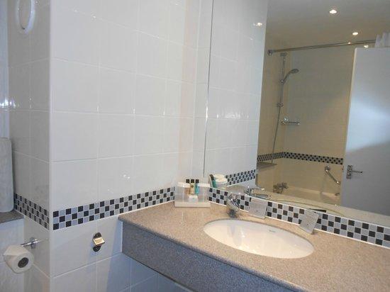 Crowne Plaza Leeds: Bathroom