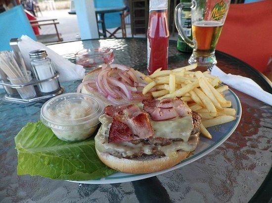 Kalamaki Crazy Golf : The Double Cheeseburger with Bacon - Yummy