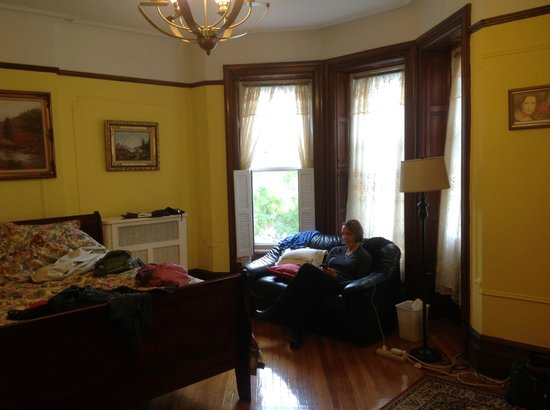 Lefferts Gardens Residence B&B : The Charming Room in on the 2nd floor in Front