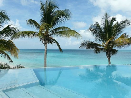 Cocobay Resort: Second infinity pool by the beach (our favorite)