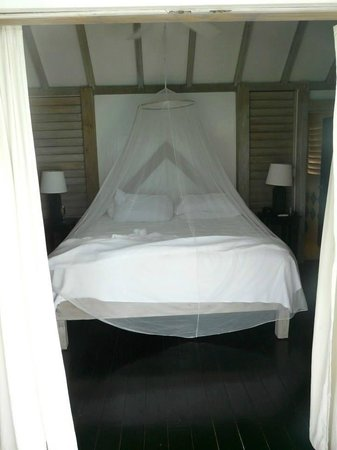 Cocobay Resort: Room has comfy bed with nice hardwood floors