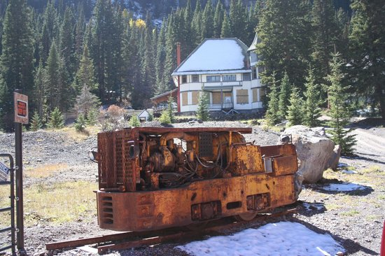 Yankee Boy Basin: Mine site with Boarding house