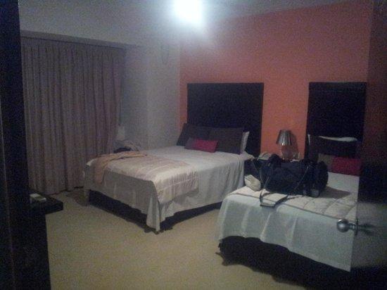 Hotel Bambu Suites: Habitacion amplia y comoda