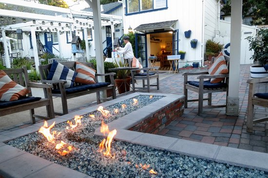 Lamp Lighter Inn & Sunset House Suites: Firepit to warm you up