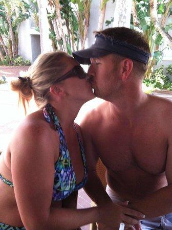 Salty's Tiki Bar : Enjoying our honeymoon!!!