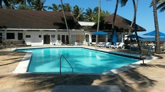 Kenya Bay Beach Hotel: wana jump rite in!