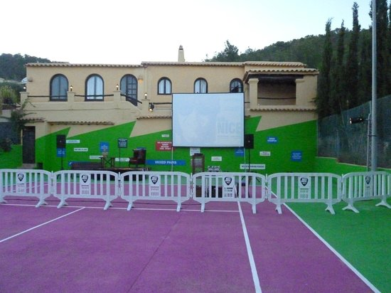 Pikes Ibiza: tennis court