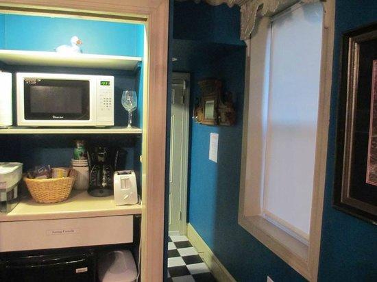 Philadelphia Bella Vista Bed and Breakfast: Kitchenette area.