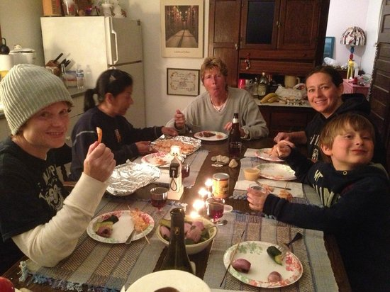 Pelee Places : Happy Dinner table for 6