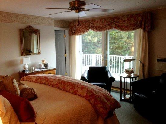 Inn at Bay Ledge : Room 8 Facing North