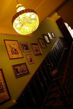 Hotel Hastal Prague Old Town: Elegant Stairway in reception.