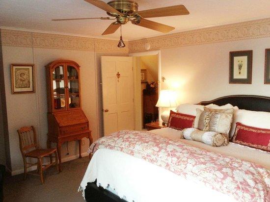 Inn at Bay Ledge : Room 8 Facing South