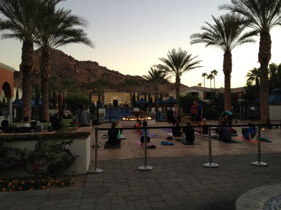 Omni Scottsdale Resort & Spa at Montelucia: Sunset Yoga with a mountain view!