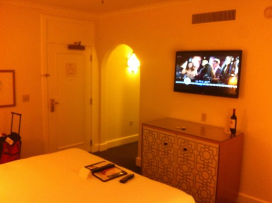 Fairmont Sonoma Mission Inn & Spa : Room view from bedside facing the door
