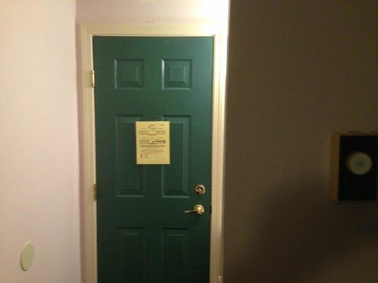 Eastern Inn & Suites: Apto antigo, ainda (até) com chaves