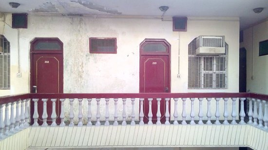 Hotel Raj: Overall look of one side Wall
