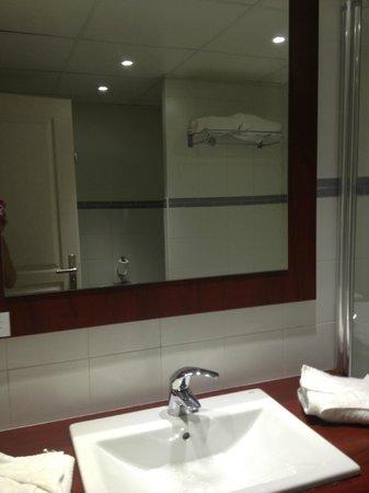 Hotel Les Jardins de Sainte-Maxime : salle de bains