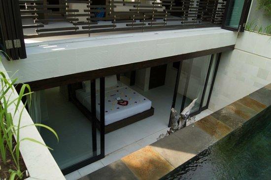 eqUILIBRIA SEMINYAK: bedroom from pool areas
