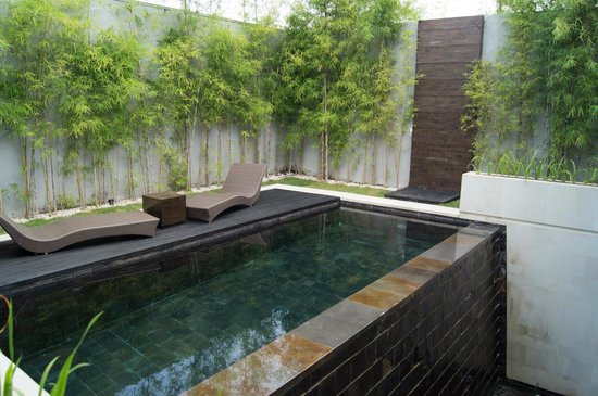 eqUILIBRIA SEMINYAK: Middle level pool/decking area