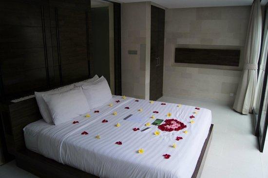 eqUILIBRIA SEMINYAK: Ground floor, bedroom/bathroom