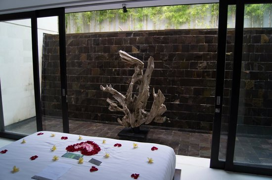 eqUILIBRIA SEMINYAK: Waterfall view from bedroom