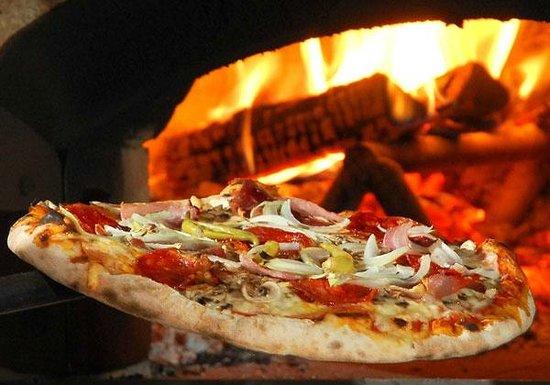 Le Mimose di Falanga e Santamaria: la pizza nel forno a legna