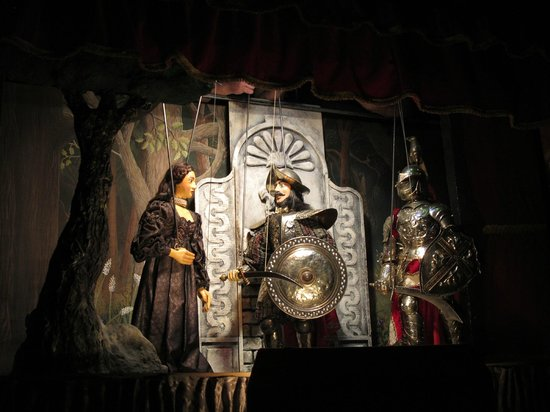Teatro dei Pupi: Puppets in action