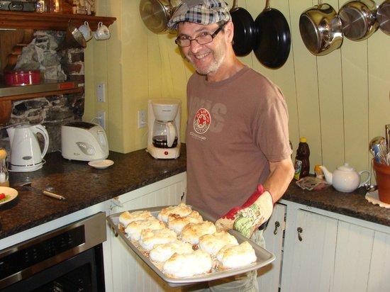 Maison La Chapeliere : Claude Cooking