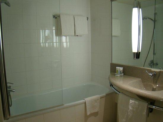 Mercure Hotel Koeln West: Ванная комната